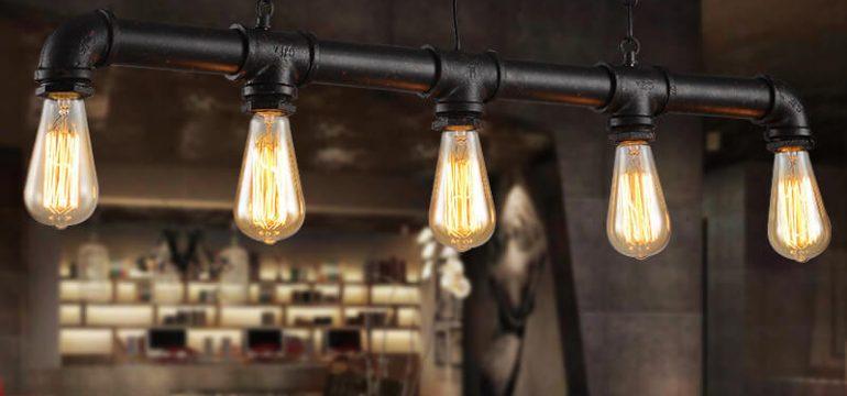 Es imprescindible contar con la iluminación adecuada en cualquier rincón del hogar para que provea la cantidad de luz necesaria y a su vez, complementa la decoración del lugar, al darle un estilo acogedor mientras cae la tarde y, por lo tanto,la ausencia de luminosidad es mayor. En este sentido, hay variedad en lámparas que prestan la iluminación adecuada según lo que se necesite, ya sea que se requiera luz en la sala, la cocina, el comedor, las habitaciones, el cuarto de estudio, el baño o la terraza. En función de ello, se elegirá el tamaño y la forma para aprovechar sus beneficios de manera oportuna. Además, antes de elegir el tipo de luz, es preciso determinar el espacio del lugar ya que puede utilizarse una lámpara de techo, pared o de pie que se notará en mayor o menor medida para complementar la ambientación dónde se coloque. Cada artefacto de iluminación posee su propio estilo y personalidad que encaja a su vez con los gustos de cada persona. La manera de cambiar su decoración Ahora bien, si recién se muda a una casa o quiere variar un poco la decoración en donde vive, es oportuno echar un vistazo a la web Livingo.es que ofrece una gama variada de lamparas de diferentes tipos, diseño, formas, tamaños y colores para elegir la que vaya mejor con el espacio de la casa que amerite iluminación y a su vez, forme parte de la decoración. Si no tiene definido un estilo, en esta web encontrará diversas opciones que van con cada personalidad. Cabe destacar, con la iluminación adecuada se pueden crear ciertos ambientes para darle una apariencia fresca, sofisticada, clásica o rústica, según la posición de las lámparas que a su vez pueden ser funcionales para resaltar cuadros, estructuras u objetos alrededor del lugar, sin necesidad de hacer reformas que podrían ameritar tiempo y dinero. Asimismo, permite realzar el contraste entre los objetos que integran el espacio, ya que la luz es proyectada hacia una determinada dirección y esto, influye en el aspecto o la ambientaci