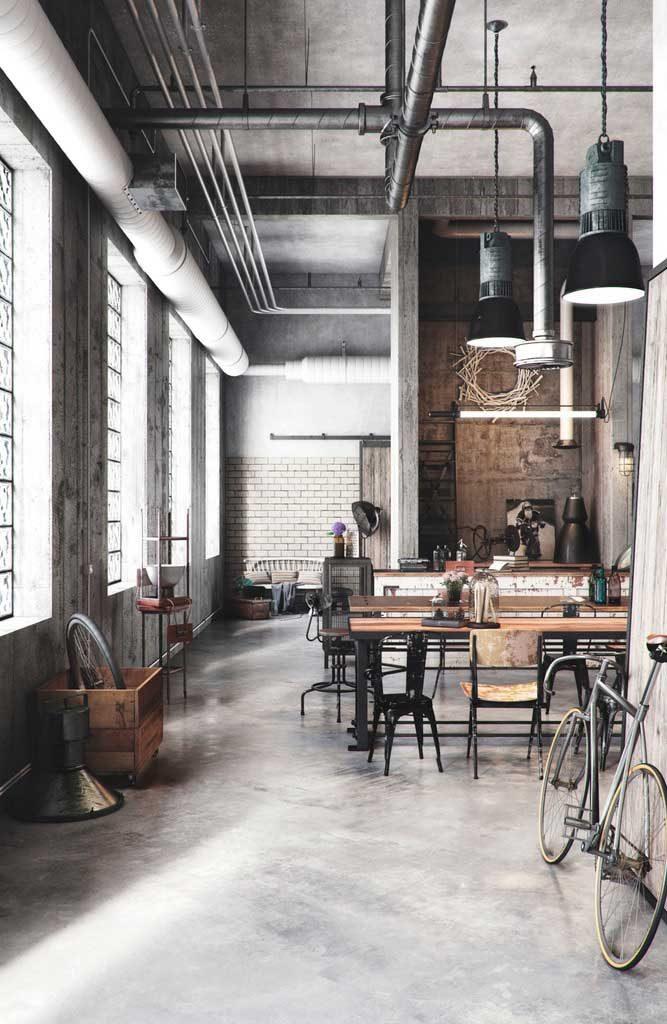 Si algo tiene el estilo industrial es que es atemporal y,aunque los tiempos avancen, estadecoración no pasa de moda. El hierro, el acero, el hormigón y la madera son los ingredientes principales de esta receta que da a tu casa un aire retro e incluso vintage, porque se mezcla con piezas oxidadas, lámparas antiguas y muebles desgastados por el paso del tiempo. Hablamos de espacios abiertos,tipo loft, donde se desnuda la estructura quedando a la vista vigas, ladrillos o cañerías. Todo reproduciendola tendencia de los años 50 neoyorquinoscuando fábricas y almacenes eran habitados por jóvenes artistas. Pero más allá de su origen enlas naves el estilo industrialse adapta a cualquier estancia creandoespacios exclusivos vinculados a lafilosofía de vida más vanguardista. ¿Cómo emular este estilo decorativo? Aquí van 7 claves para convertir tu hogar en un ambiente de la época industrial. Mostrar vigas, cañerías y ladrillo Desnudar la estructura de la casa es una característica de este estilo. Muestra sin reparo tuberías, paredes de ladrillo, cielo raso de los techos, viguería e, incluso, la instalación eléctrica.